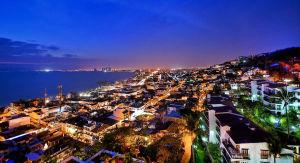 Bahia de Puerto Vallarta de noche