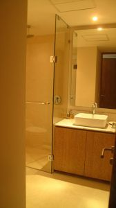 Baño con espejo Desarrollo Península en Nuevo Vallarta