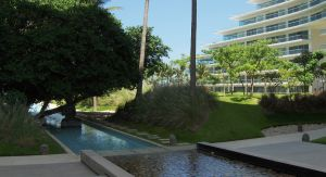 Estatua en alberca Condominio Península en Nuevo Vallarta