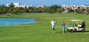 Pareja jugando Golf en Nuevo Vallarta